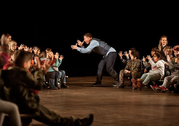 Pressefoto: theater monteure - raus bist du noch lange nicht