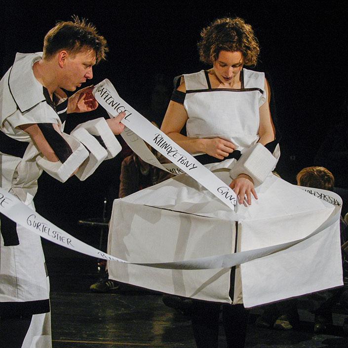 theater monteure - schwarz auf weiß